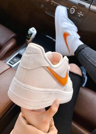 Nk air force 1 mandarin белые кроссовки найк с оранжевым логотипом10 фото