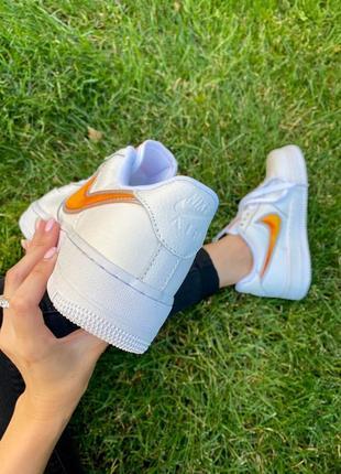 Nk air force 1 mandarin белые кроссовки найк с оранжевым логотипом4 фото