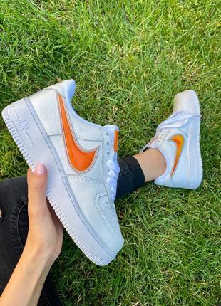 Nk air force 1 mandarin белые кроссовки найк с оранжевым логотипом