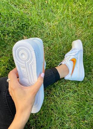 Nk air force 1 mandarin белые кроссовки найк с оранжевым логотипом3 фото