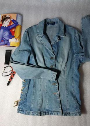 Оригинальная джинсовая куртка ,жакет, с замшевым переплётом.