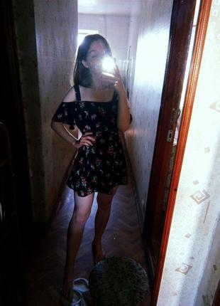 Ніжне плаття сарафан на плечі в квітах