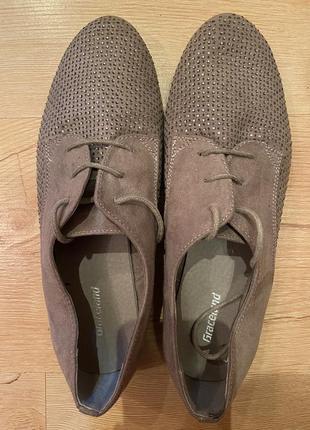 Женские замшевые туфли идут на 36-37