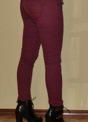 942177f5f8a Бордовые джинсы брюки скинни Bershka
