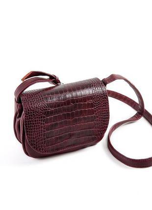 Бордовая маленькая сумка кроссбоди через плечо с крокодиловым клапаном