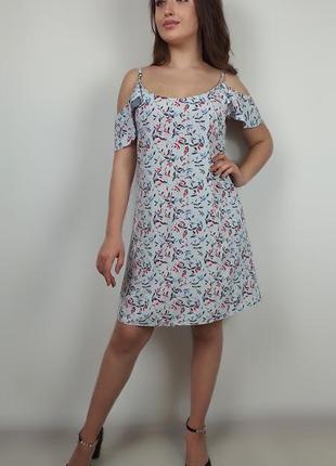 Романтична сукня на бретельках.