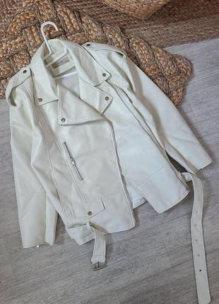 Куртка косуха кожанная   оверсайз белая молочная