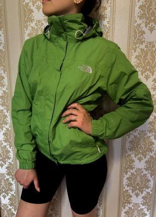 Женская куртка ветровка the north face зелёная s/m размер