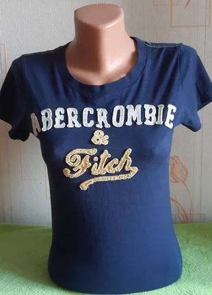 Стильная синяя футболка с апликацией на груди abercrombie &fitch made in peru