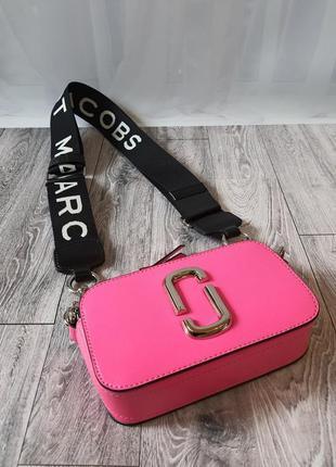 Кожаная малиновая сумка в стиле marc jacobs snapshot