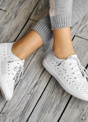 Женские перфорированные кеды кроссовки на каждый день