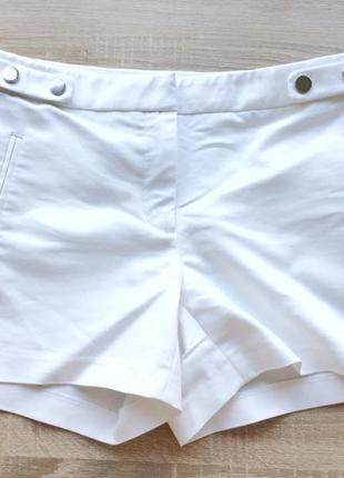 Плотные, стрейчевые ,белые шорты от zara,38