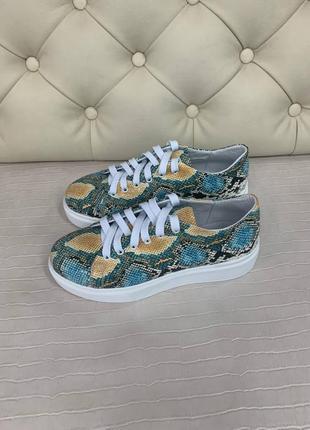 Оригинальные кроссовки из рептилии