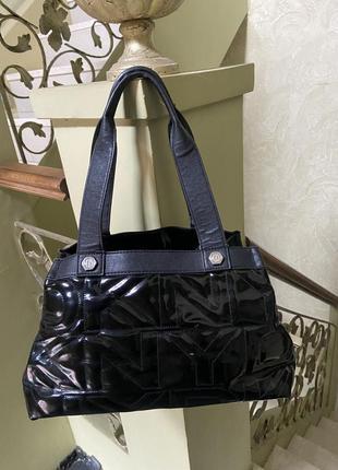 Женская кожаная лаковая сумка dkny