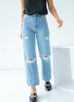 Рваные джинсы бойфренды
