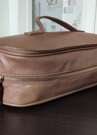 Косметичка кейс сумка очень вместительная.