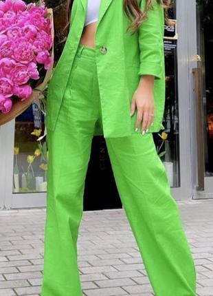 Салатовый шикарный костюм из льна