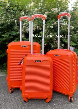 Яскрава літня валіза, чемодан польша