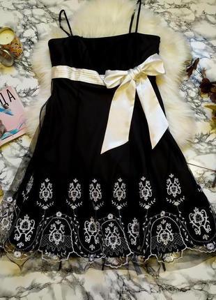 Шикарное платье с вышивкой в цветы размер xxl