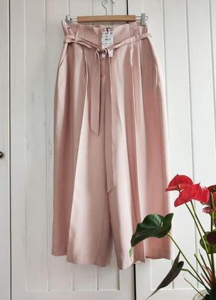 Пудровые брюки кюлоты с поясом от reserved, размер xl