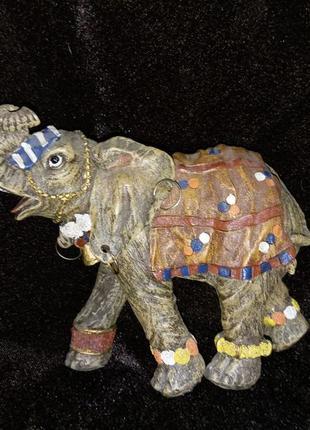 Слон дерево