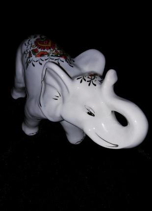 Большой белый слон