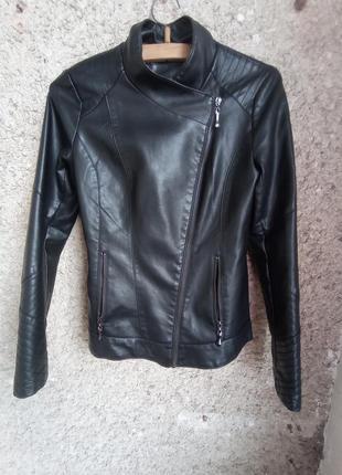 Куртка косуха зі штучної шкіри