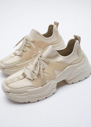 Классные бежевые кроссовки на платформе zara