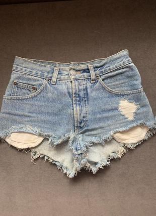 Шорты джинсовые мом с потёртостями высокая посадка с необработанным низом mom с бахромой