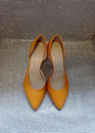 Туфли кожаные на каблуке 36,40р.