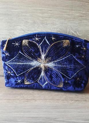 Синий бархатный клатч косметичка