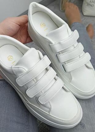 Удобные  женские кроссовки на липучках