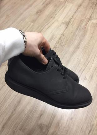 Рефлективные туфли dr. martens torriano