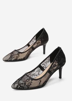Черные ажурные туфельки на шпильке