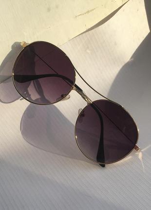 Солнцезащитные очки от солнца капли круглые с темными тёмными линзами стеклами стёклами металлической оправой авиаторы