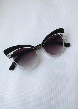 Солнцезащитные очки от солнца кошачий глаз лисички с черным чёрным темным тёмным линзам стеклам стёклам прозрачной оправо в стил ретро винтаж винтажны