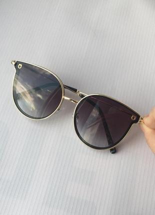 Очки солнцезащитные от солнца металлической оправой с тёмными темными черными чёрными линзами стёклами стеклам броулайнер кошачи глаз круглы прозрачны