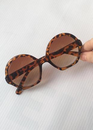 Очки солнцезащитные от солнца круглые тишейды тигровые леопардовые коричневые с тёмными темными линзами стеклами стёклами