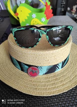 Шляпка и очки
