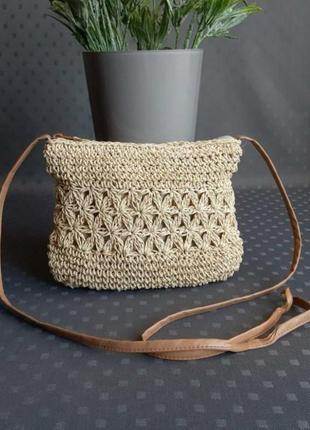 Красивая бежевая плетеная сумка на длинном ремешке фирмы f&f