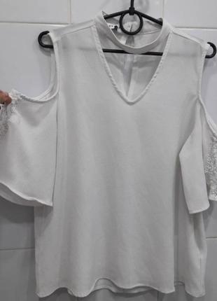 Нежная шифоновая блуза с открытыми плечиками