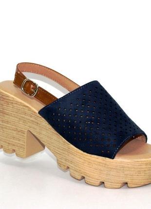 Женская летняя обувь - синие замшевые босоножки на толстой подошве