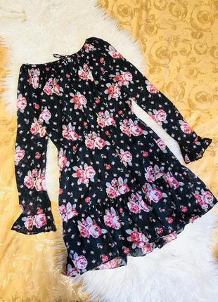 Платье в цветочный принт с воланами