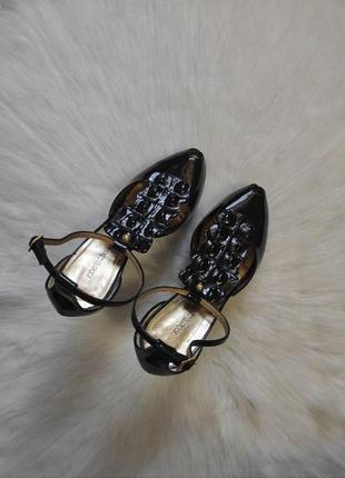 Черные лаковые кожаные натуральные туфли с открытым носком босоножки на каблуке roberto cavalli