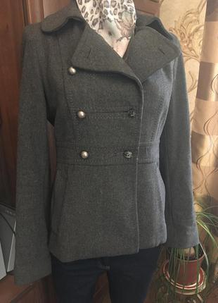 Укороченное пальто в стиле милитари