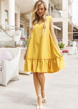 Горчичное платье-трапеция без рукавов