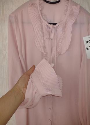 Красивая блузка нежно розового цвета