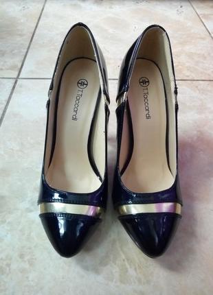 Новые туфли лодочки лаковые