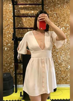 Платье сарафан с глубоким вырезом рукав короткий персиковый короткий лёгкий на пуговицах с красивыми рукавами