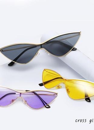 Солнцезащитные очки от солнца узкие треугольные с черными линзами стёклами стеклами металлическо оправо в стил ретр винтаж винтажны кошачи глаз лисичк